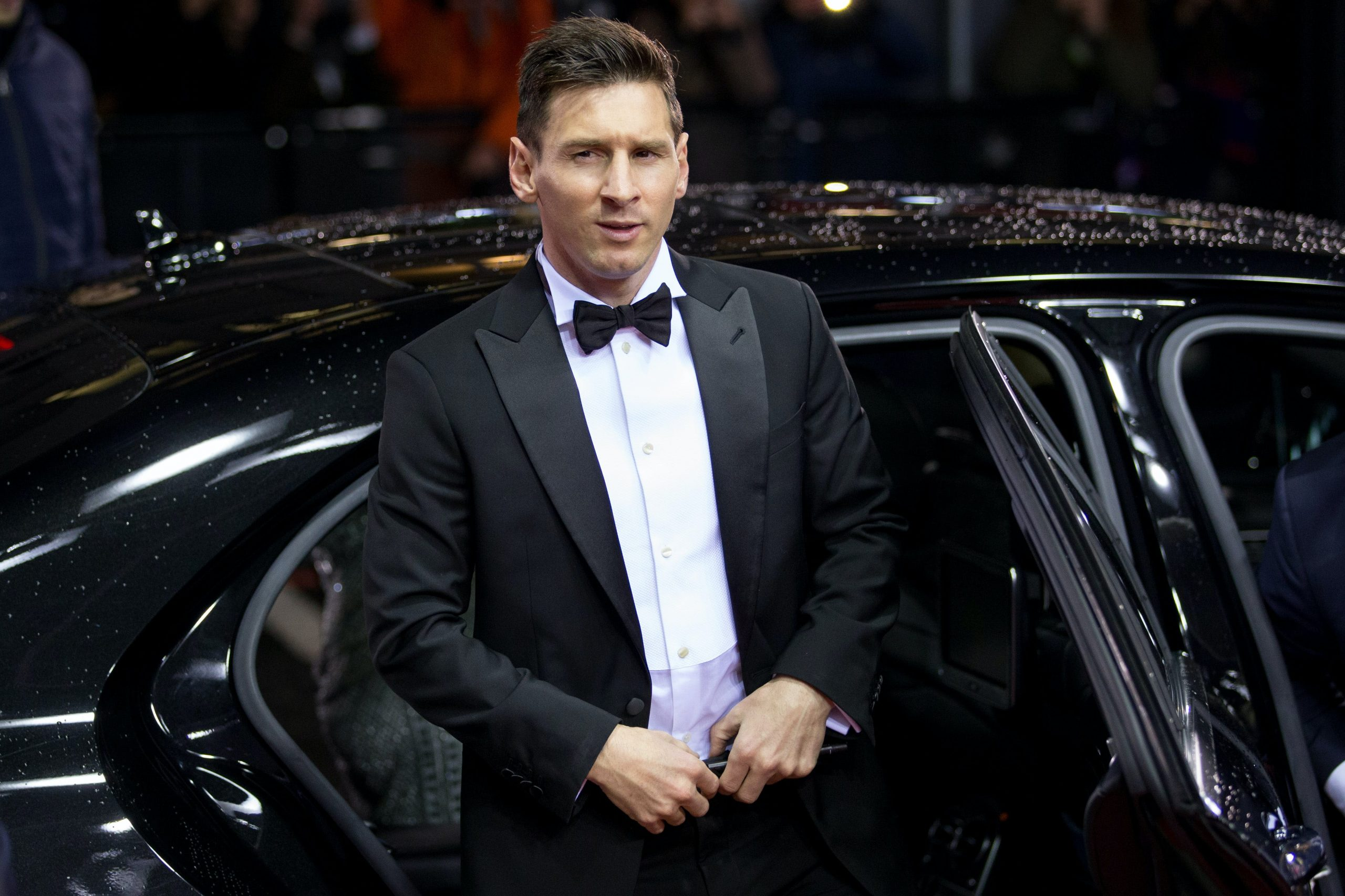 Lionel Messi staying at Barcelona is 'difficult', says father and agent Jorge