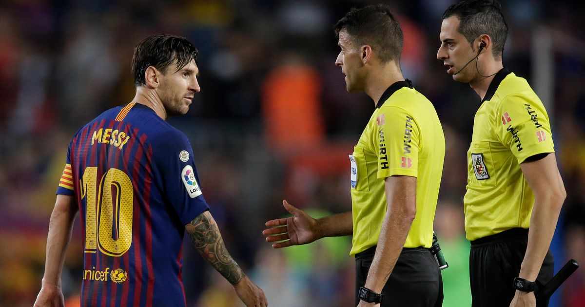 El Clasico referee made incredibly sassy comment to Lionel Messi during Barcelona's defeat